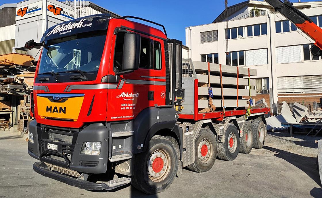 https://www.abaecherli-transport.ch/wp-content/uploads/2020/02/5-Achs-Lastwagen-mit-Elementbruecke_web.jpg